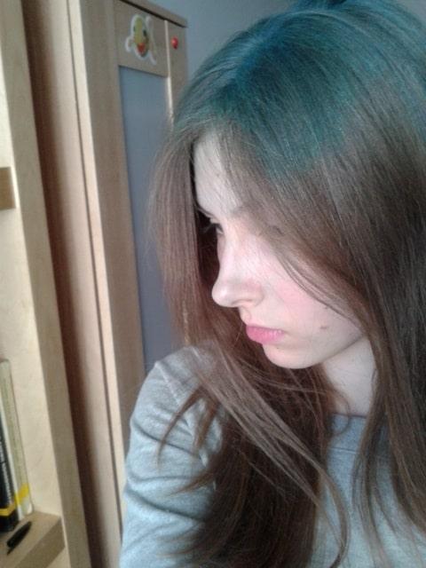 niebieskie odrosty spray koloryzujący do włosów